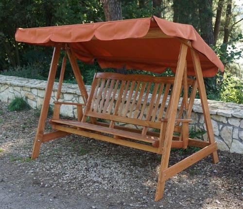 Dřevěná houpačka na terasu