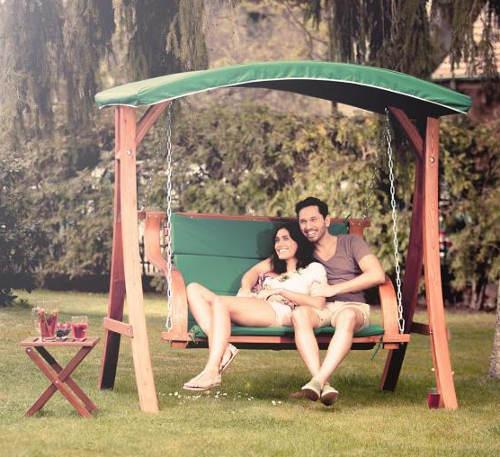 Houpací lavice pro dokonalý relax na zahradě