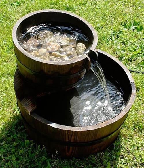 Zahradní kašna dřevěné kbelíky