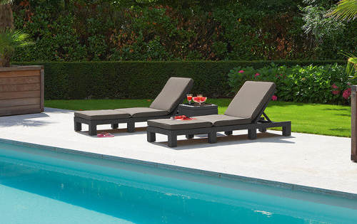 Lehátka k bazénu plochý umělý ratan