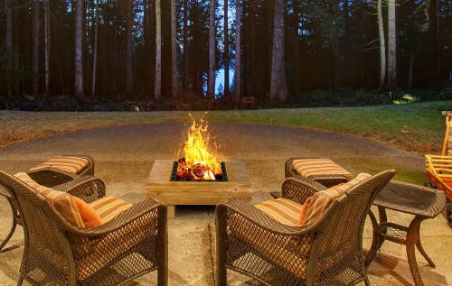 Terasové ohniště dřevěný vzhled