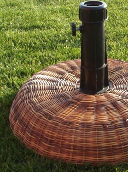 Slunečníkový stojan z umělého ratanu
