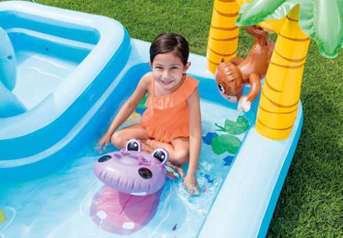 Veselé bazénové zahradní centrum