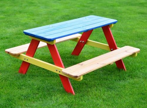 Barevné dětské lavičky se stolem