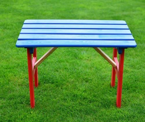 Dřevěný dětský zahradní stolík