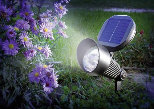 Dekorativní osvětlení keřů solárním světlem