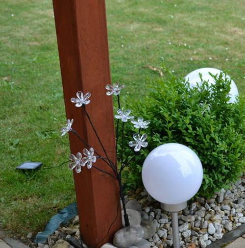Kulová zahradní solární stojící lampa