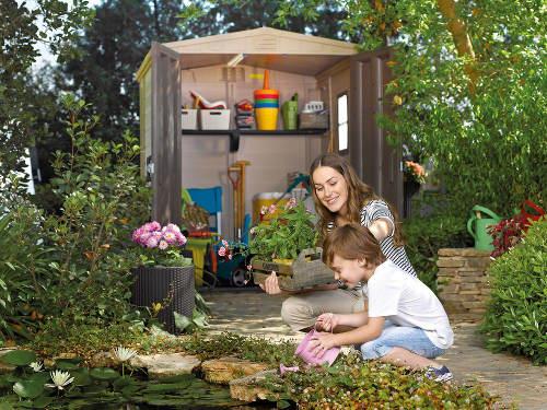 Plastový domek na zahradní nářadí