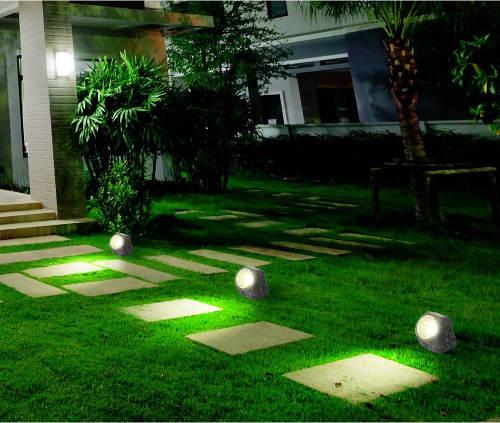 Zahrada osvětlená svítícími kameny