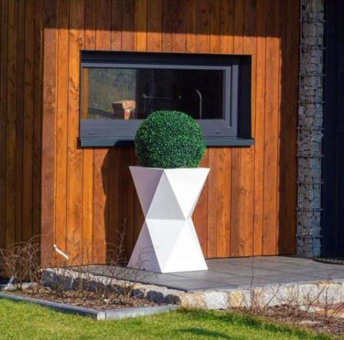 Svítící zahradní květináč na buxus