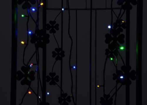 Barevný blikající vánoční řetěz na zahradu