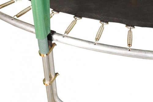 Pevné uchycení ochranné sítě trampolíny k noze a konstrukci