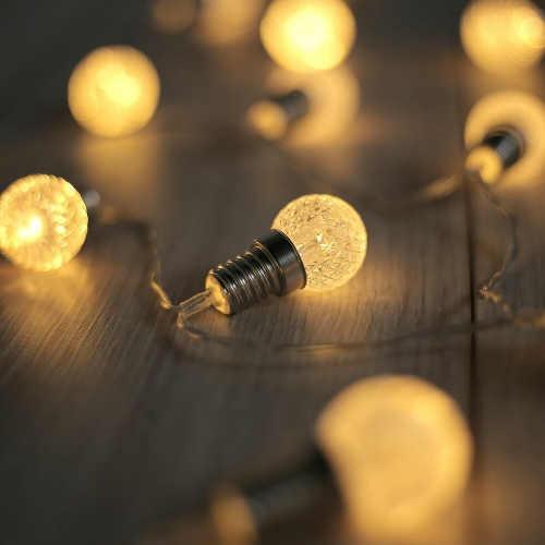Světelný LED řetěz imitující klasické žárovky