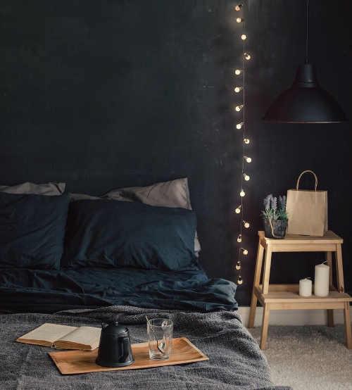 Světelný řetěz jako interiérová dekorace