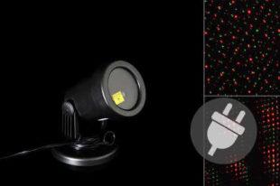 Venkovní LED projektor osvětlující fasádu domu