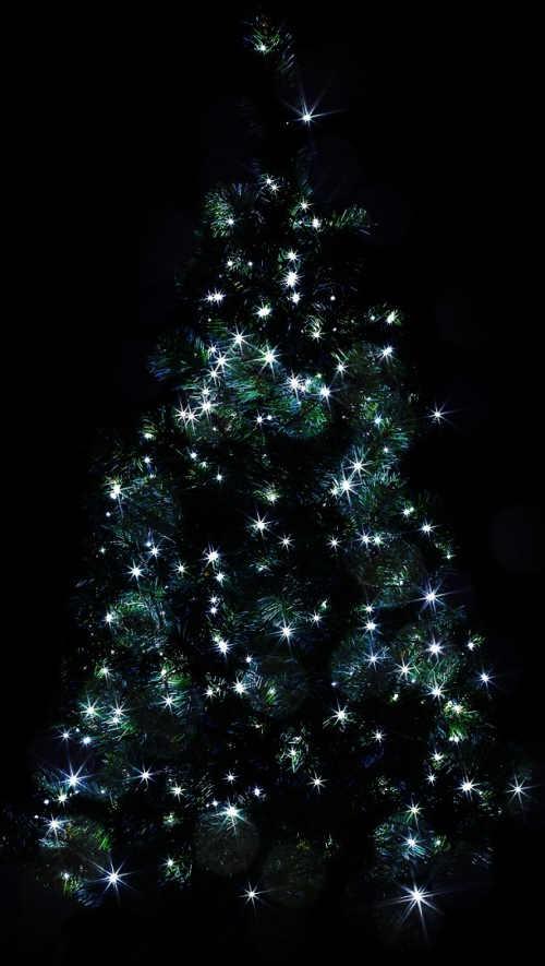 Zářivě svítící venkovní vánoční stromeček