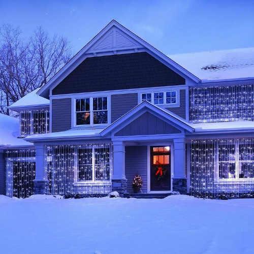Vanocni-nasviceni-domu-LED-zavesy
