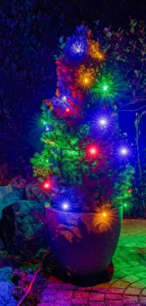 Barevný vánoční světelný řetěz na zahradu