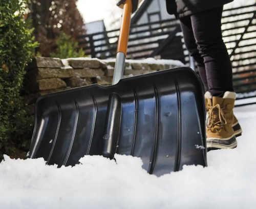 Velká lopata na sníh