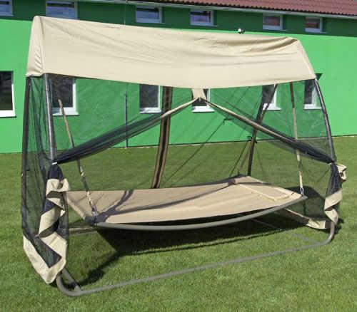 Houpací zahradní postel s moskytiérou