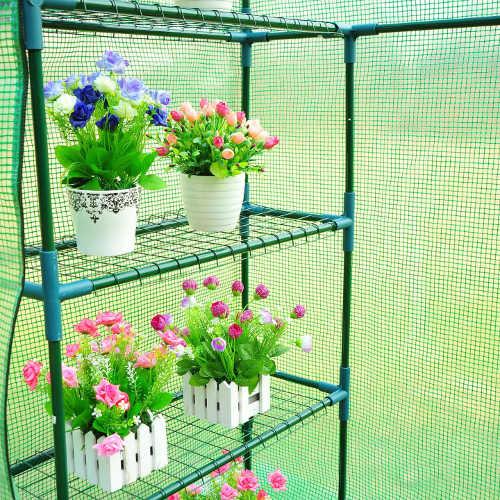 Police ve fóliovníku pro umístění květináčů