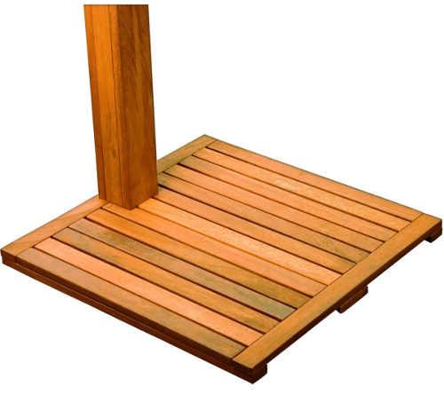 Dřevěná podložka pro pohodlné sprchování