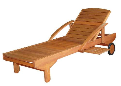 Dřevěné venkovní lehátko s kolečky a odkládacím pultem