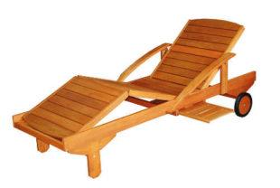 Dřevěné zahradní lehátko na kolečkách