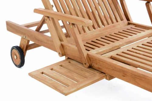 Dřevěné zahradní lehátko s odkládacím stolkem
