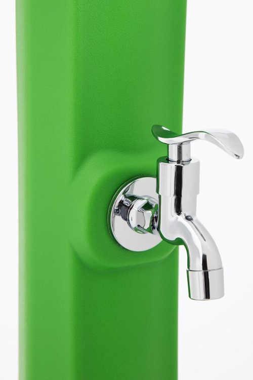 Spodní kohoutek solární sprchy pro umytí rukou či nohou