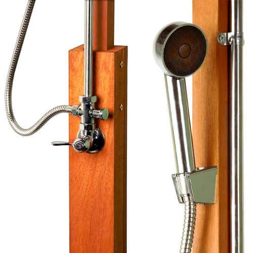 Venkovní dřevěná sprcha na chalupu