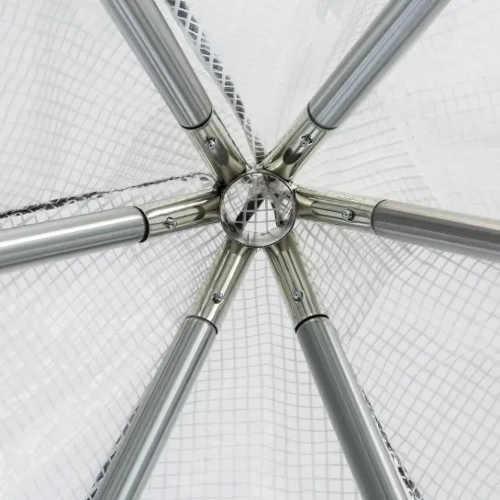 Pozinkované ocelové tyče tvořící rám fóliovníku