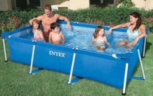 Menší rodinný nadzemní bazén na zahradu INTEX Metal Frame 2,60 x 1,60 x 0,65m
