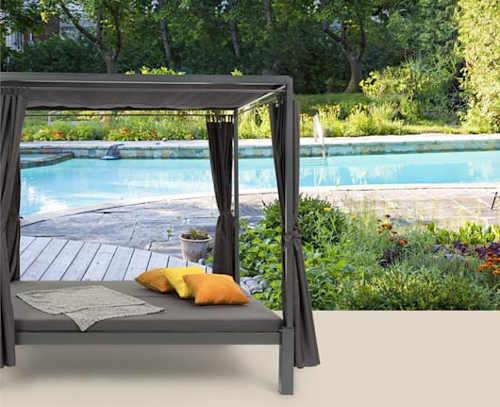 Altán s lehátkem k zahradnímu bazénu