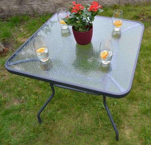 Čtvercový kovový stůl na zahradu se skleněnou deskou