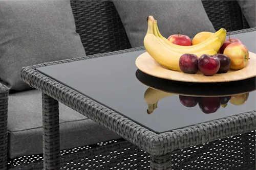 Polyratanový stůl se skleněnou deskou