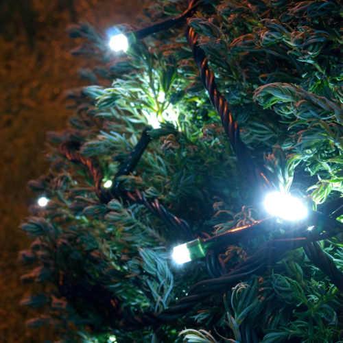 Bateriový světelný řetěz na venkovní vánoční stromek