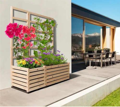 vyvýšený záhon z borovice v moderním designu