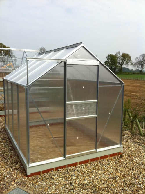 skleník z hliníku a polykarbonátu