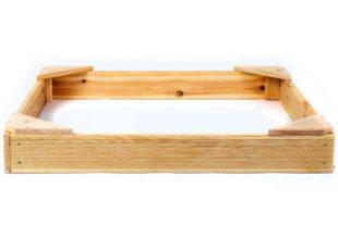 Malé dřevěné čtyřhranné pískoviště