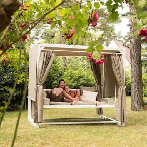 moderní houpačka v luxusním designu
