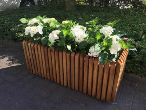 Designový dřevěný box na květiny