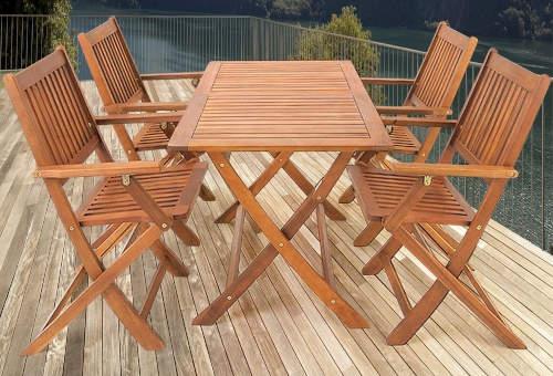 Moderní dřevěný nábytek na terasu